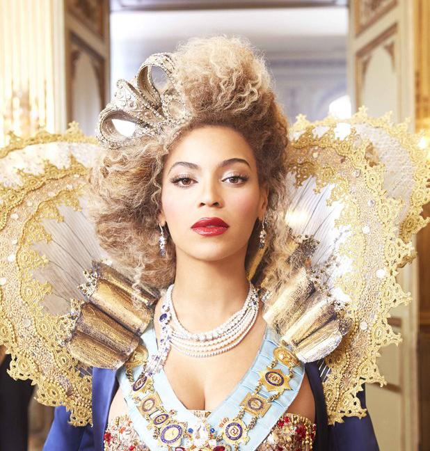 Née au Texas un 4 septembre 1981, Beyoncé aurait pu finir comptable dans une entreprise de photocopieurs mais finalement être reine de la pop, ça faisait plus chic sur le C.V. Ce qui a fait que Beyoncé est devenue très sobrement Queen B et encore plus sobrement Beyoncé Giselle Knowles Christ, c'est qu'elle est la...  Lire l'article